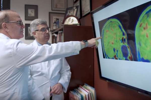 docs looking at brain scan